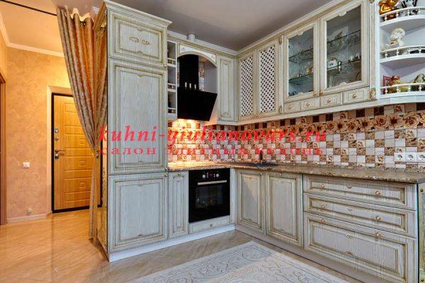 Кухонный интерьер совмещенный с прихожей
